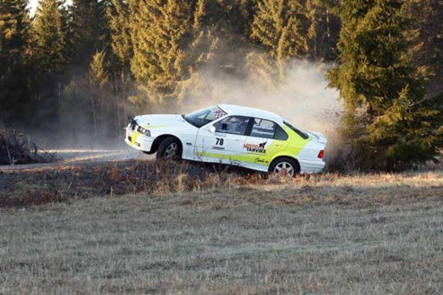 Revolt Racing Teamin Hannu Hautakoski ja Kimmo Pihlajaniemi Kaasujalka -rallissa helmikuussa 2020. Kuva: rallikuvat.net.