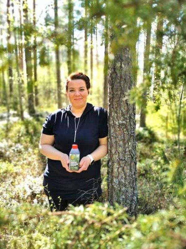 – Karin havupuu-uutejuoman uusi logo ja etiketti on otettu hyvin vastaan. Uudistunut ilme on innostanut mukavasti myös nuoria tuotteen käyttäjäksi, Ravintorengas Oy:n toimitusjohtaja Sanna Herttua-Laiho iloitsee.