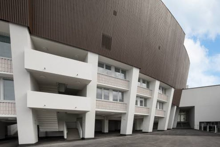 Olympiastadionin Ulkoverhousmateriaalina Siparila käytti suomalaista PEFC-sertifioitua, hienosahapintaista kuusilautaa. Ulkoverhottua seinäpinta-alaa on 9000 neliötä.