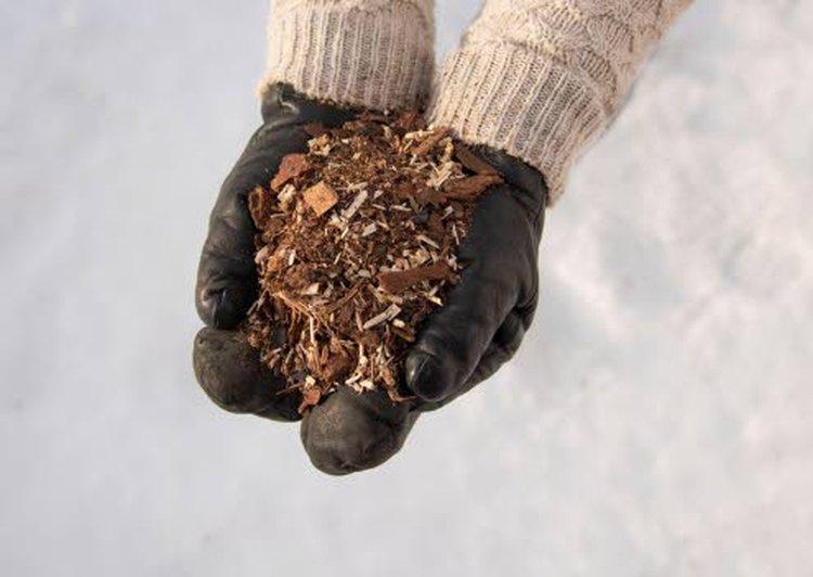 Biolanin tehokuivike sisältää kosteutta imevää ainesosaa sekä karkeampaa, ilmavuutta ylläpitävää ainesosaa. Tehokuivikkeessa on myös biohiiltä, joka sitoo hajuja itseensä ja parantaa kompostieliöiden viihtyvyyttä.