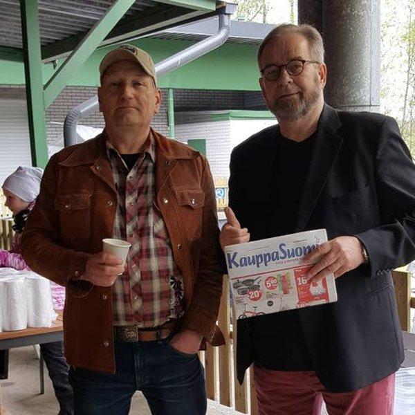 KauppaSuomen mediavastaava Risto Isohanni käy säännöllisesti tapaamassa lehden ilmoitusasiakkaita. Tässä Risto (oik.) ja Vintage-valtakunnan Tomppa Kekäläinen.